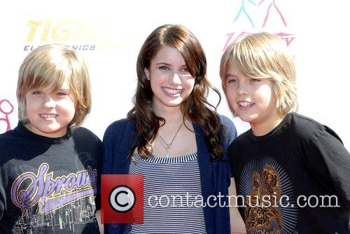Dylan Sprouse, Cole Sprouse and Emma Roberts 2