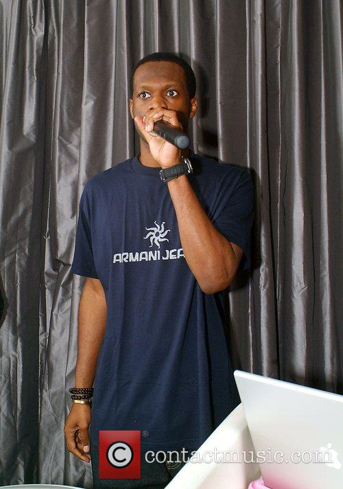Pras Michel (Fugees),  performing at the 944...