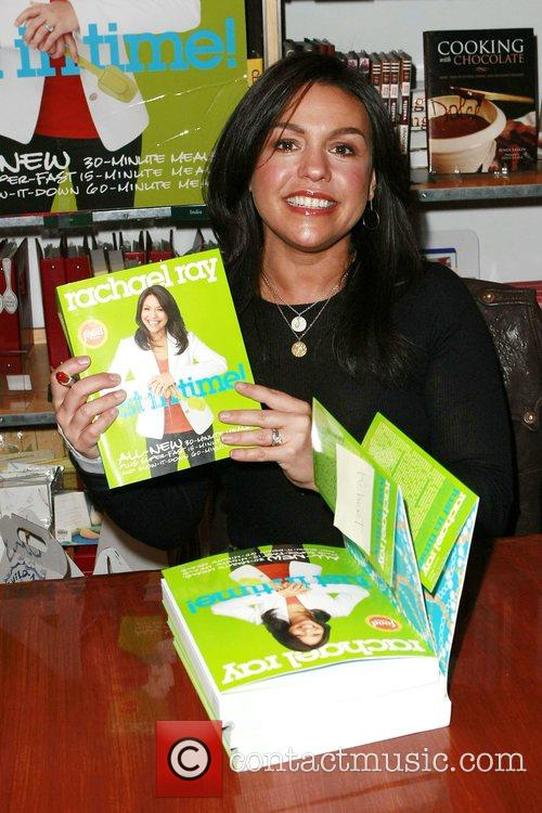 Rachael Ray signs copies of her new cookbook...