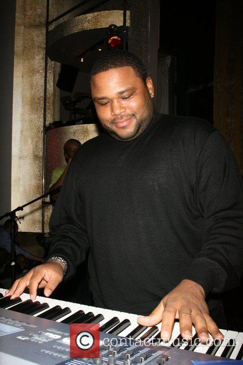 Anthony Anderson R&B Live Presents Ray J at...