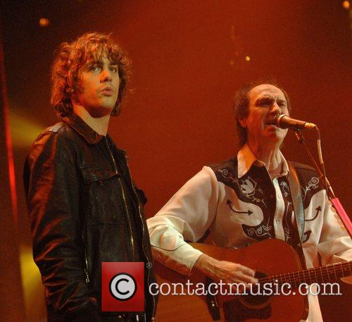 Johnny Borrell, Ray Davies, Razorlight and The Kinks 14