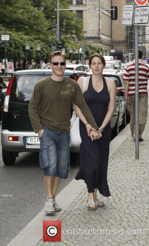 Jamie Parker and Ehefrau Debora  outside the...