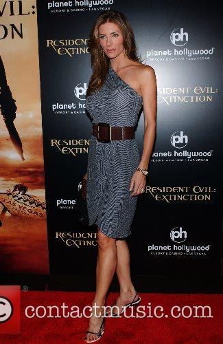 Jennifer Flavin World Premiere of 'Resident Evil: Extinction'...