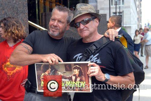 Robin Williams meets fans outside his hotel in...