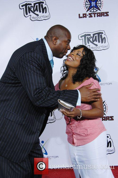 Magic Johnson and Niecy Nash 8