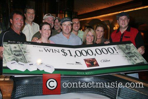 MGM And Rodney Carrington Give 8 People A...