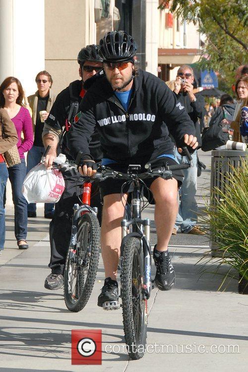 Russell Crowe rides his bike around Beverly Hills...