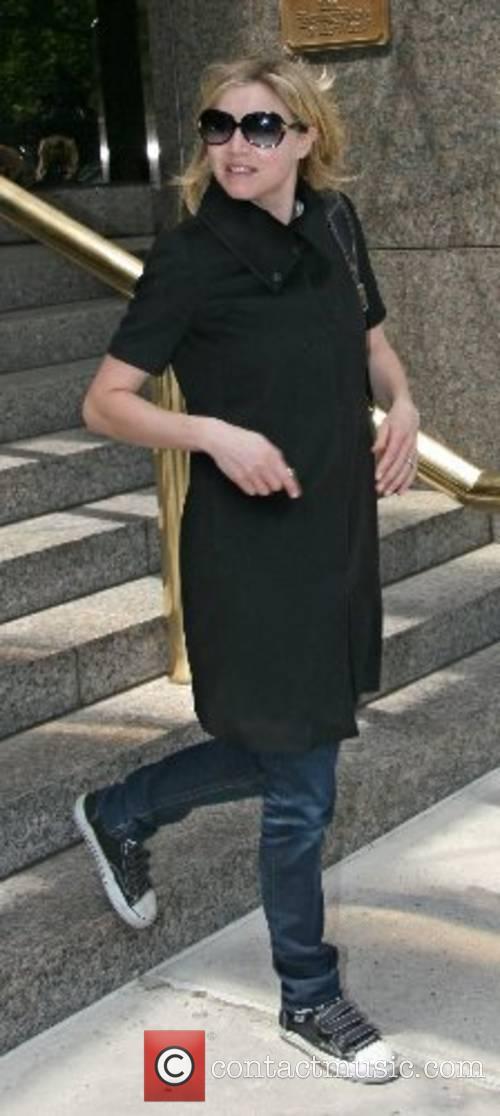 Scrubs actress, Sarah Chalke leaves her New York...