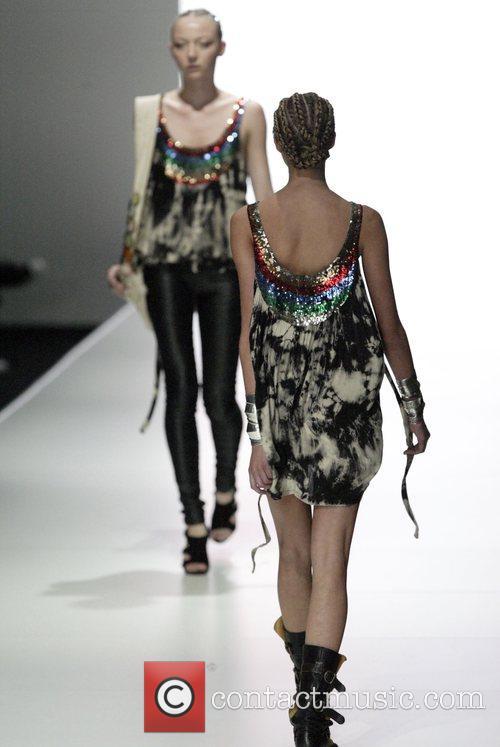 Model Australian Fashion Week - Day 4 -...