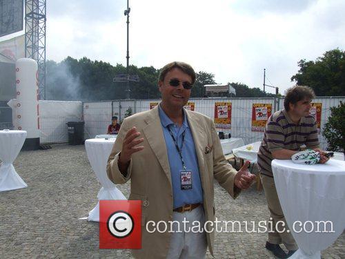 Peter L.H. Schwenkow Backstage at the Schau nicht...