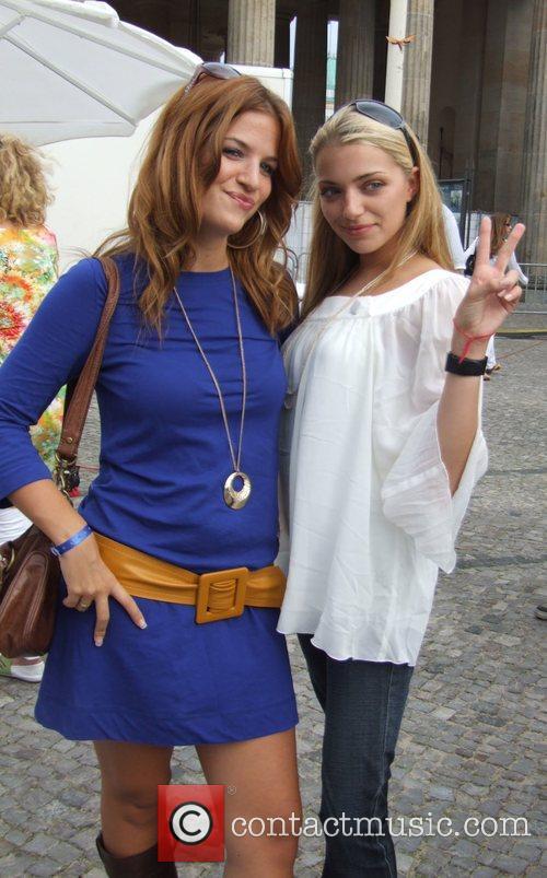 Susan Sideropoulos, Anne Menden Backstage at the Schau...