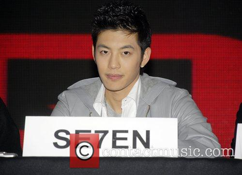 South Korean R&B singer Se7en announced his upcoming...