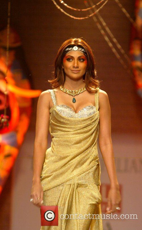 Shilpa Shetty catwalk