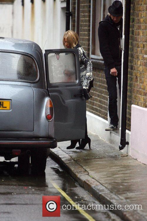 Sienna Miller and Rhys Ifans getting into a...