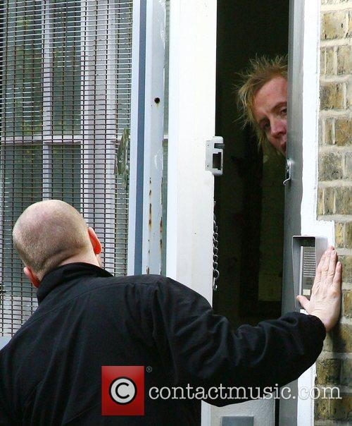 Rhys Ifans answers the door to the taxi...