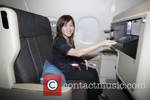 Joni Kok demostrates passenger facilities in Business Class...