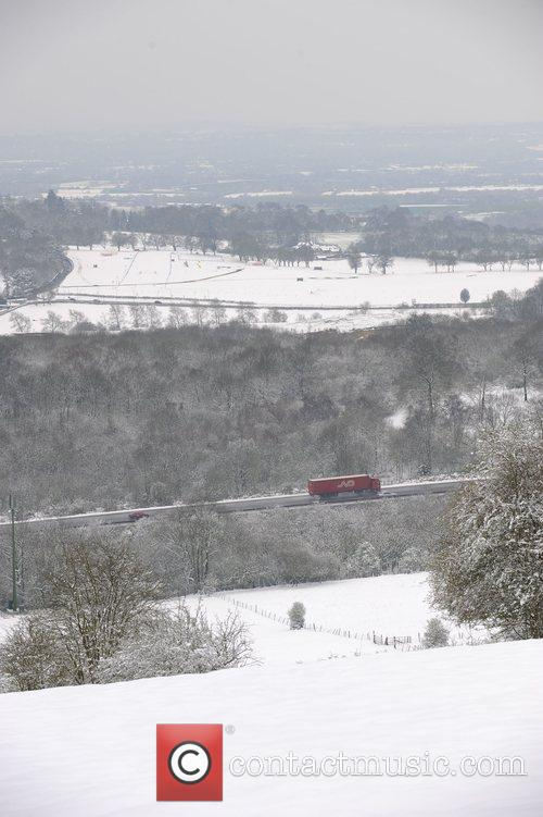 Snow falls across the UK in the spring...