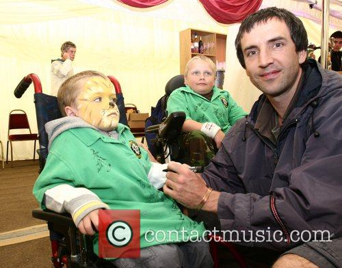 Guest Soapstars from Hollyoaks and Emmerdale sign the...