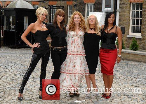 Geri Halliwell,Victoria Beckham, Melanie Chisholm, Melanie Brown, Emma...