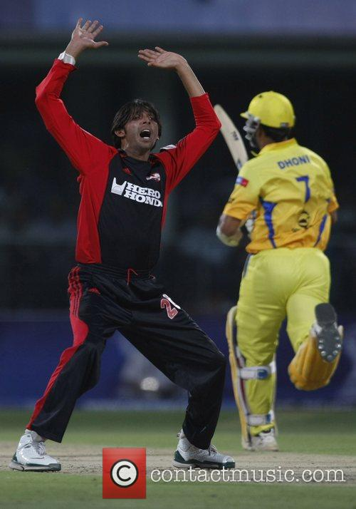 Mohammad Asif appeals during the IPL T-20 match...