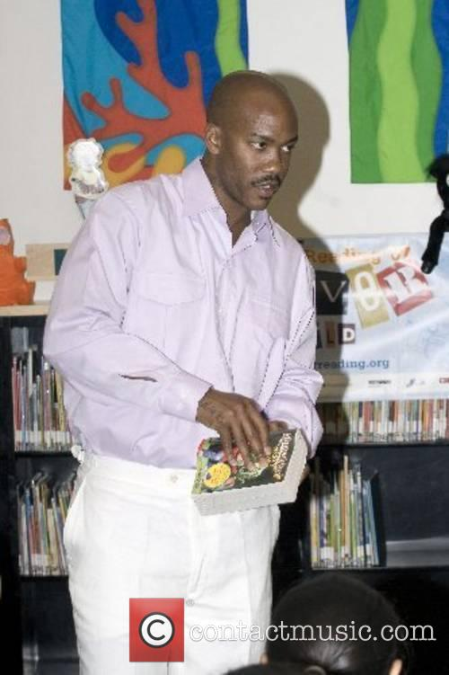 Promotes the Summer Reading Program 2007 at the...