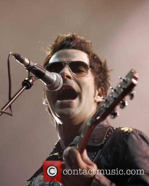 Kelly Jones of the Stereophonics performing in concert...