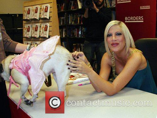 Tori Spelling signs copies of her new biography...