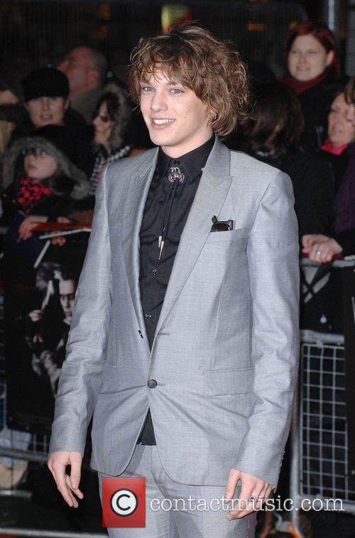 http://www.contactmusic.com/pics/l/sweeney_todd_premiere_8_100108/jamie_campbell_bower_5074382.jpg