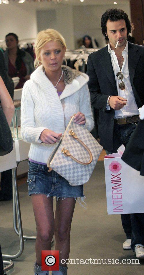 Tara Reid goes Black Friday shopping on trendy...