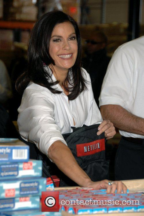 Teri hatcher helps out filling backpacks with food for for America s second harvest