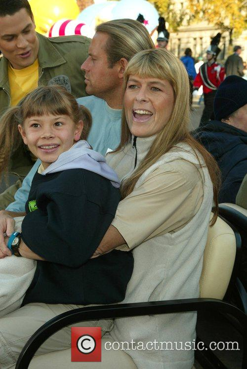 Bindi Irwin and Terri Irwin 10