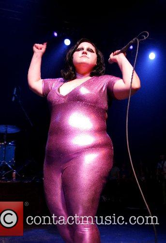 Beth Ditto and The Gossip 6