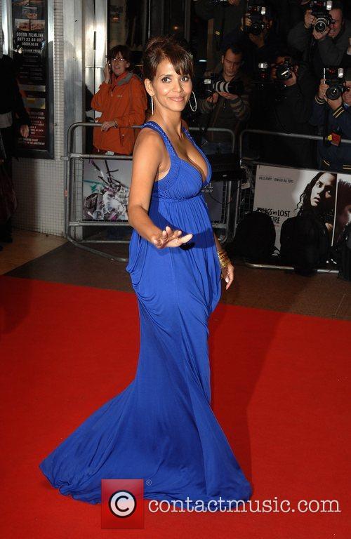 Halle Berry 28