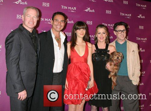 Neal McDonough, Raoul Trujillo, Zooey Deschanel, Kathleen Robertson,...