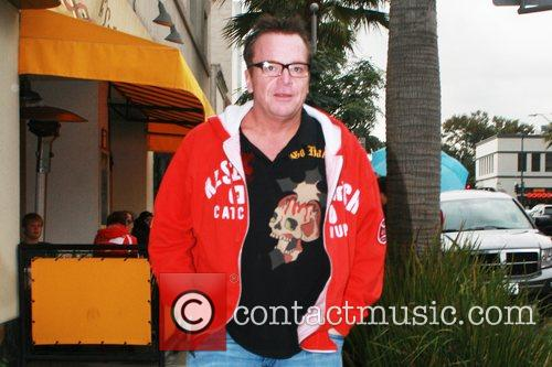 Tom Arnold  has lunch at 'The Farm...