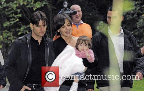 Tom Cruise and Katie Holmes take their daughter...