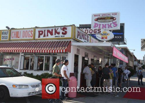 Pink's hot dog stand exterior Tori Spelling, Dean...