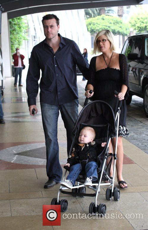 Tori Spelling, Dean Mcdermott and Their Son Liam Mcdermott 6
