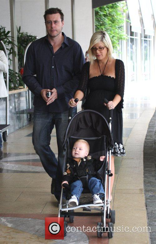 Tori Spelling, Dean Mcdermott and Their Son Liam Mcdermott 3