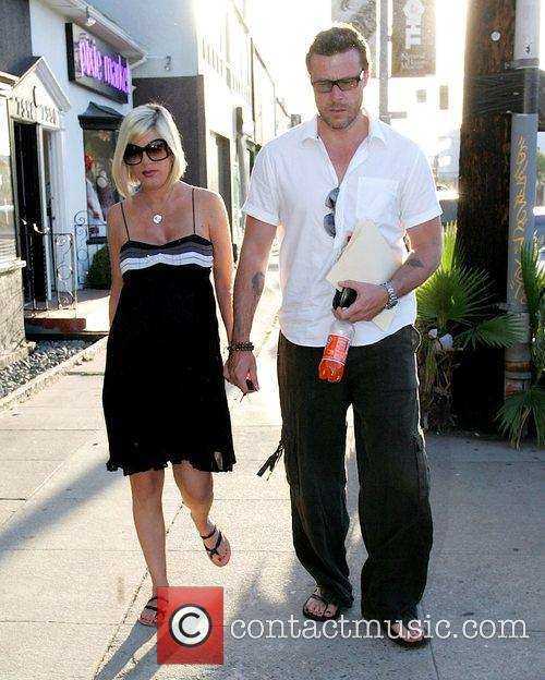 Pregnant Tori Spelling does some shopping with her...