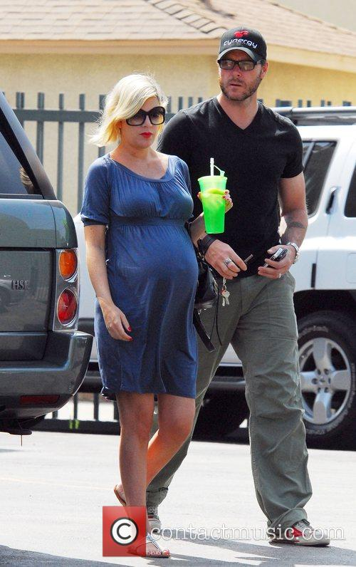 Pregnant Tori Spelling and husband Dean McDermott out...