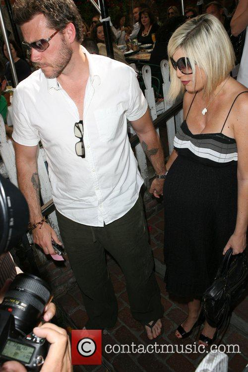 Dean Mcdermott and Tori Spelling 9