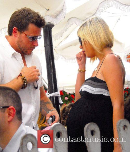 Dean Mcdermott and Tori Spelling 2