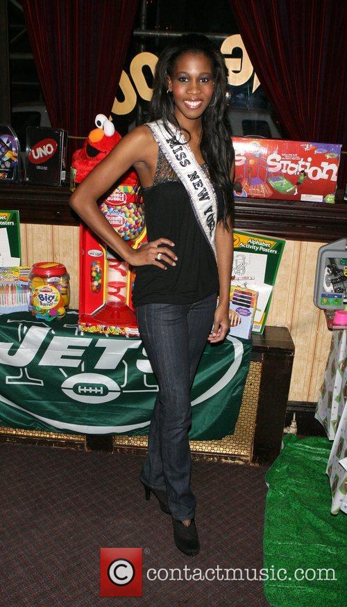 Miss NY 2008 Danielle Roundtree 'Toy Drive Tonight'...