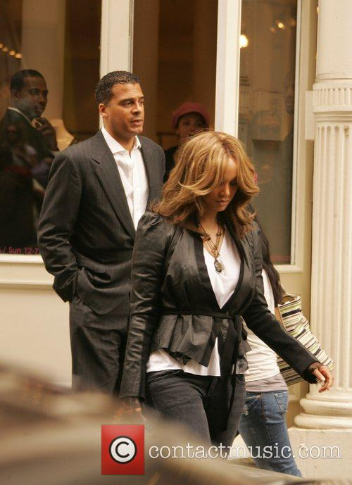 Tyra Banks shopping with her boyfriend in Soho