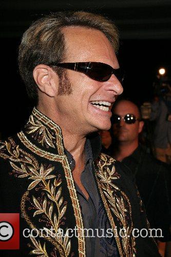 David Lee Roth Van Halen announces they will...