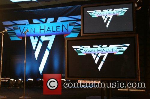 Atmosphere Van Halen and David Lee Roth announce...