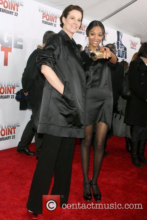 Sigourney Weaver and Zoe Saldana 7