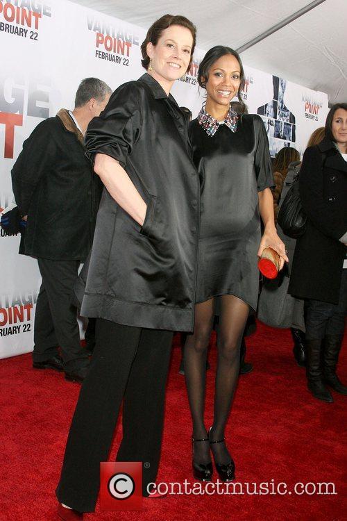 Sigourney Weaver and Zoe Saldana 6