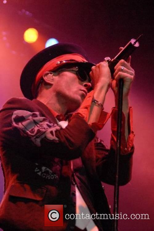 Scott Weiland Velvet Revolver performing at the Cardiff...